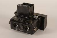 2011.432.3_a open Heidoscop stereoscopic camera and case used by Hitler's personal photographer  Click to enlarge