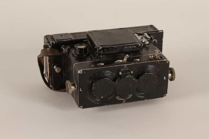 2011.432.3_a front Heidoscop stereoscopic camera and case used by Hitler's personal photographer