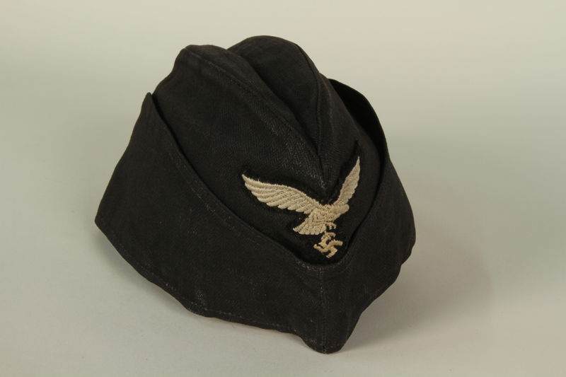 1985.1.14 front Luftwaffe ground crew overseas cap with eagle acquired by US soldier
