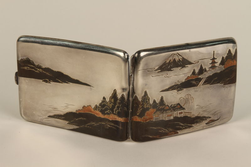 2001.383.4 exterior Sterling silver cigarette case with an etched Japanese landscape
