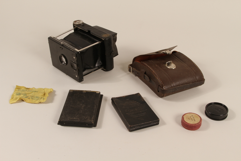 2000.526.3_a-g open Goerz Tenax pocket camera and accessories used by US soldier