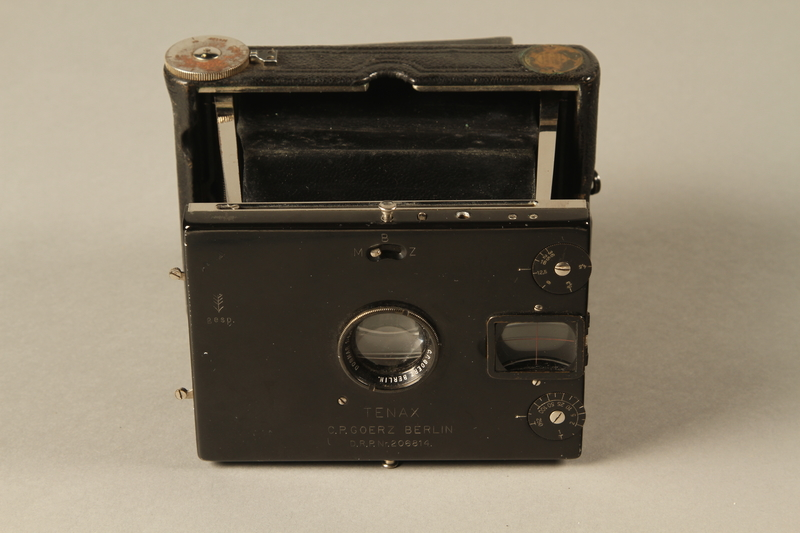 2000.526.3 a front Goerz Tenax pocket camera and accessories used by US soldier