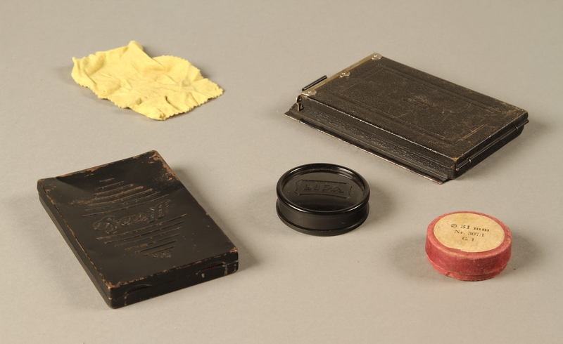 2000.526.3 c-g 3/4 view Goerz Tenax pocket camera and accessories used by US soldier