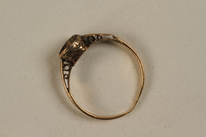 2003.158.1 front Gold ring with engraved flowers buried and recovered postwar by a Hungarian Jewish girl