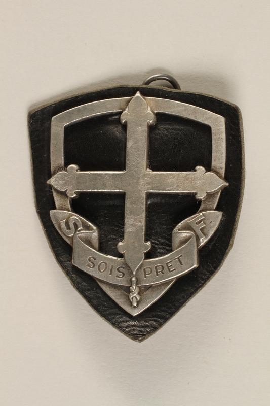 2003.191.2 front Eclaireuses et Eclaireurs Unionistes de France badge with fleur de lis cross
