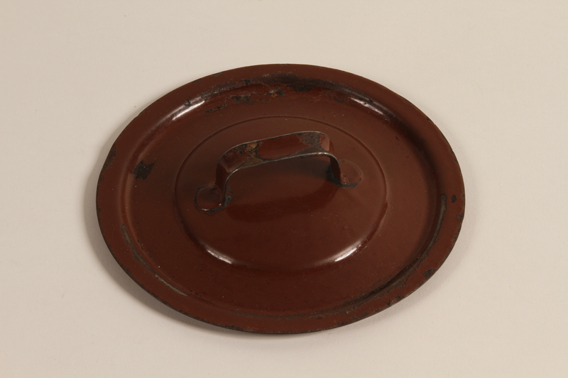 2003.193.3 b front Enameled Dutch oven used by a Jewish family in a displaced persons camp