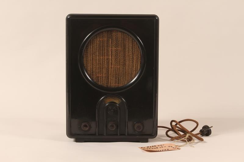 2002.107.2 front Volksempfal radio receiver