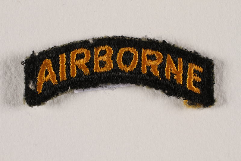 2000.561.1a front US Army 101st Airborne Division shoulder sleeve patch with a bald eagle head