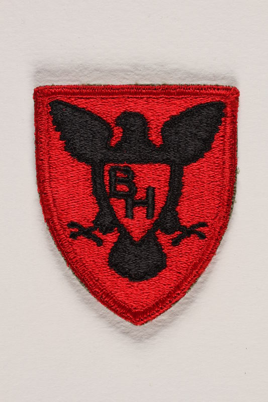 2000.561.2 front US Army 86th Infantry Division shoulder sleeve patch with a black hawk with spread wings on a red field