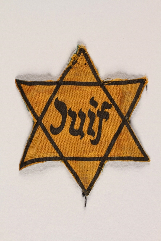 2000.566.2_a front Star of David badge with Juif worn by a German Jewish refugee