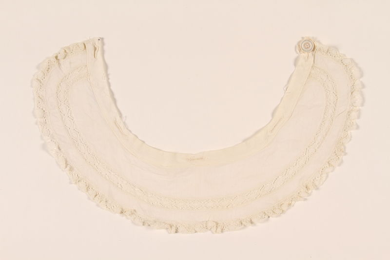 2003.454.15 front White collar with lace trim carried by a Kindertransport refugee