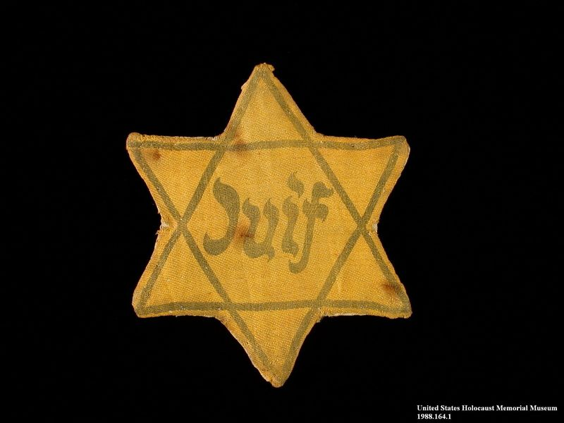 1988.164.1 front Star of David badge with Juif printed in the center