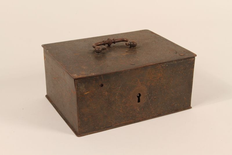 2004.301.3_a front Strongbox and 2 skeleton keys used by a Dutch resistance member