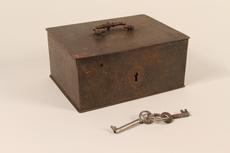 2004.301.3_a-c front Strongbox and 2 skeleton keys used by a Dutch resistance member