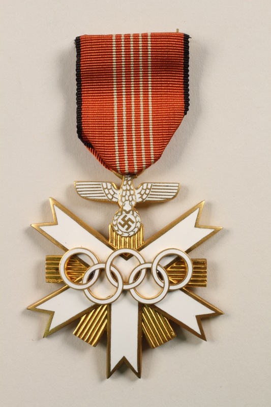 1999.149.1_b front Citation and Medal
