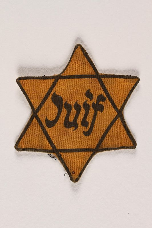 2004.331.2 front Star of David badge printed Juif worn by a Jew in France