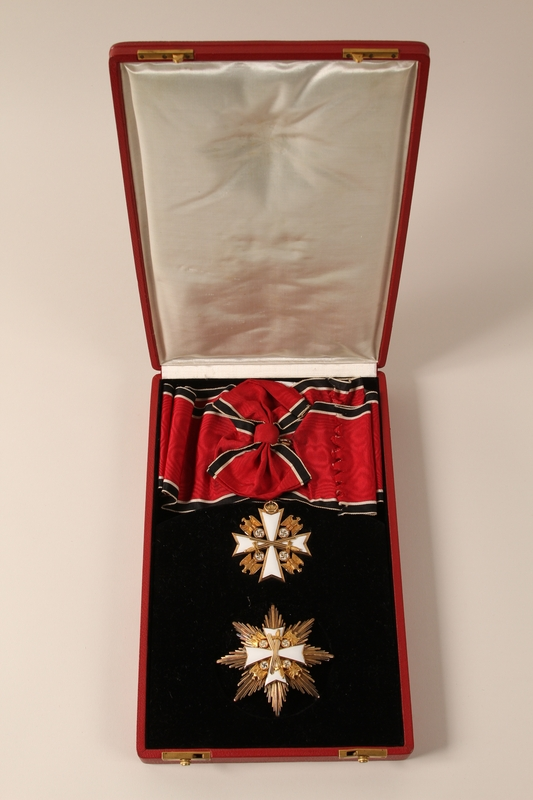 2000.594.1_a-d open Order of the German Eagle medal