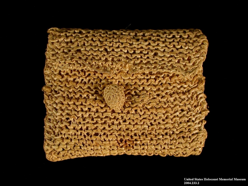 2004.233.2 front Small straw purse made in Gurs internment camp for a German Jewish prisoner