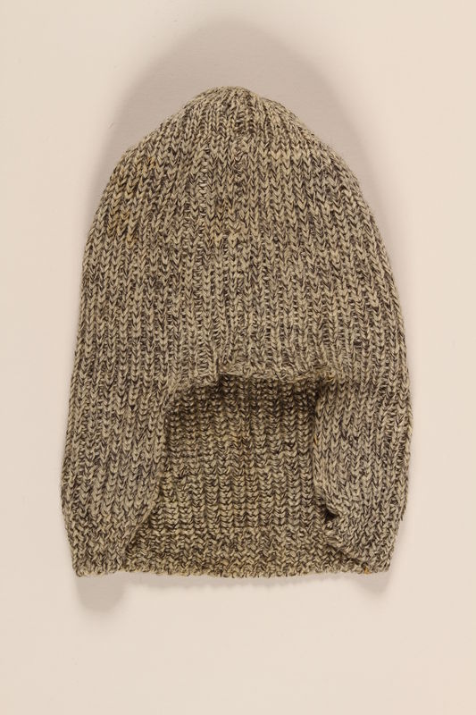 2004.485.15 front Black and white tweed patterned wool knit hat brought to the US by a German Jewish refugee