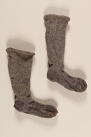 2004.485.25_a-b front Pair of gray and white wool knit socks brought to the US by a German Jewish refugee  Click to enlarge