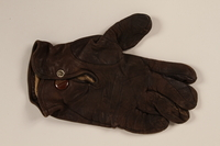2004.485.28 back Brown Nappa leather left hand glove brought to the US by a German Jewish refugee  Click to enlarge