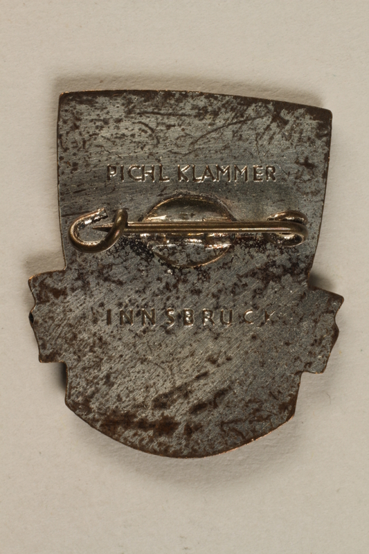 1998.126.10 back Military badge