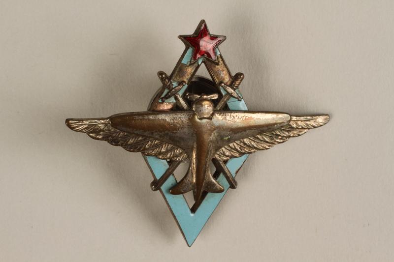 1999.179.1 front Russian flier's badge