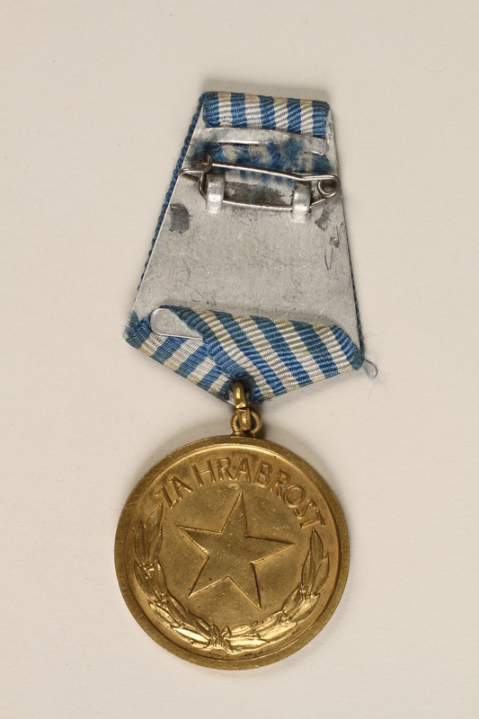 1999.179.2 back Medal for bravery awarded by the Yugoslav Liberation Army