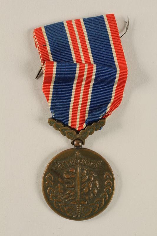 2004.643.2 front Ceskoslovenskou Medaila za Chrabrost [Medal of Valor] awarded to a Czech Jewish soldier