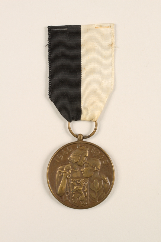 2005.25.5 front City of Ghent Commemorative Medal 1940-1945 medal with ribbon awarded to a Belgian resistance fighter