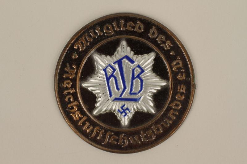 2005.367.1 front Reichsluftschutzbund house marker