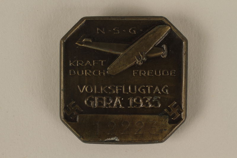 2005.367.6 front Pin from Kraft durch Freude aviation event