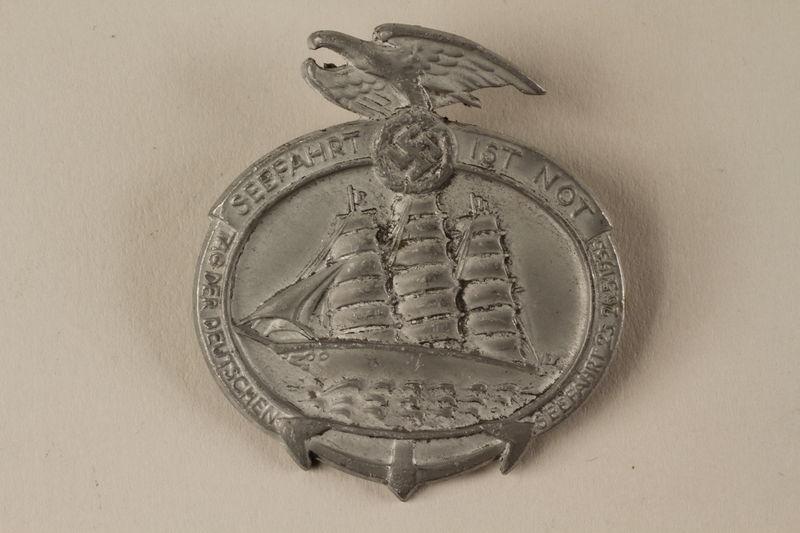 2005.367.8 front Pin commemorating Tag der Deutschen Seefahrt