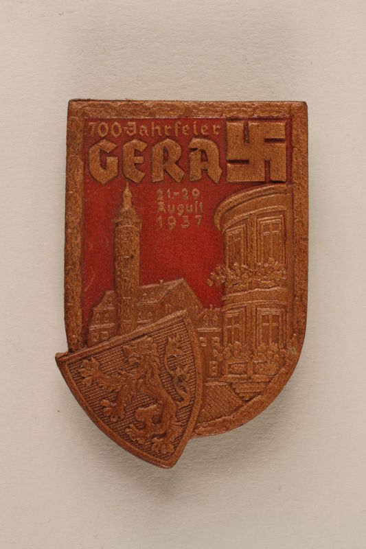 2005.367.9 front Pin commemorating 700th anniversary of the city of Gera, Germany