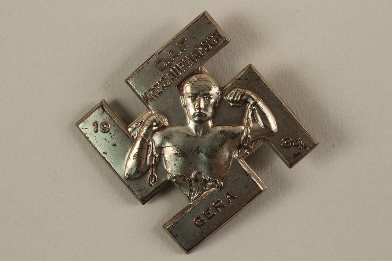 2005.367.35 front Deutsche Arbeitsfront [German Labor Front] pin