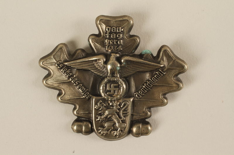 Oak Cluster Lapel Pin With Reichsadler For A Nazi Party Meeting
