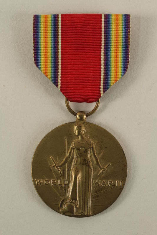 2005.416.4_a front World War II Victory Medal, ribbon and presentation box owned by a US soldier