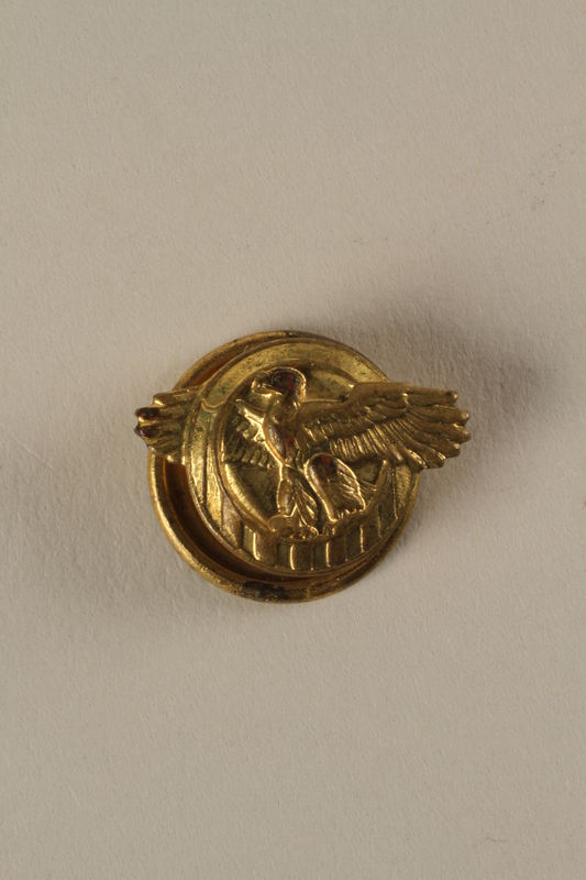 2005.416.6 front Honorable Service lapel button, US Military, that belonged to a US soldier