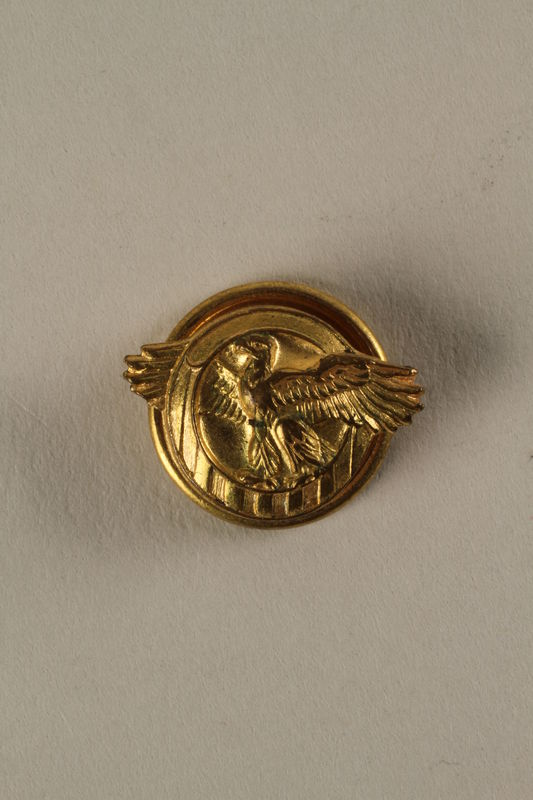 2005.416.7 front Honorable Service lapel button, US Military, that belonged to a US soldier