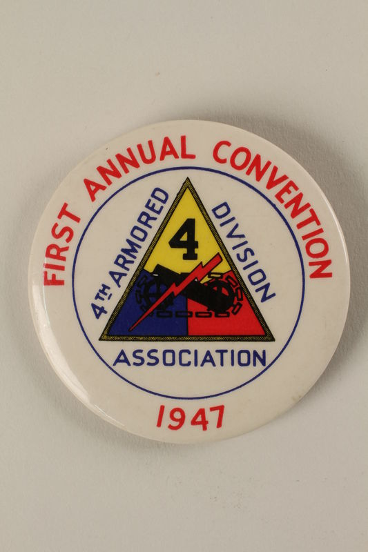 2005.416.19 front Convention button for the first US Army 4th Armored Division reunion