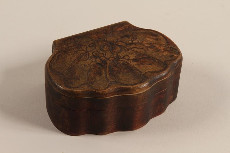 2005.453.3 closed Wooden keepsake box from a Sinti family