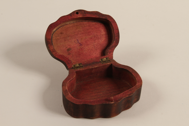 2005.453.3 open Wooden keepsake box from a Sinti family
