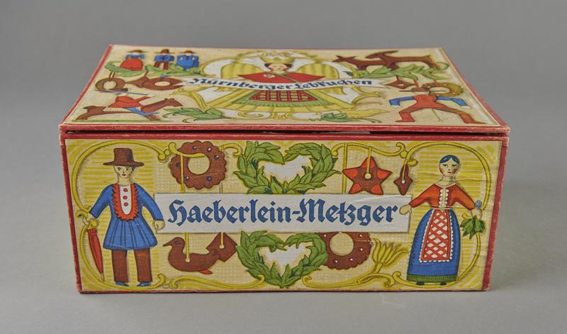 2004.721.7 front Christmas gift box for Haeberlein-Metzger Nuremberg lebkuchen