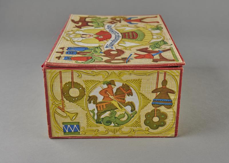 2004.721.7 left Christmas gift box for Haeberlein-Metzger Nuremberg lebkuchen