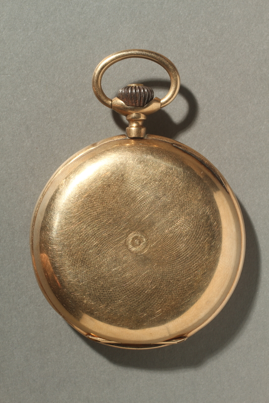 2005.546.2 back Gold engraved pocket watch owned by a German Jewish refugee