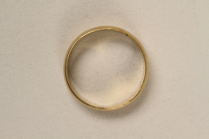 2005.546.4 front Engraved gold wedding band that belonged to a German Jewish refugee