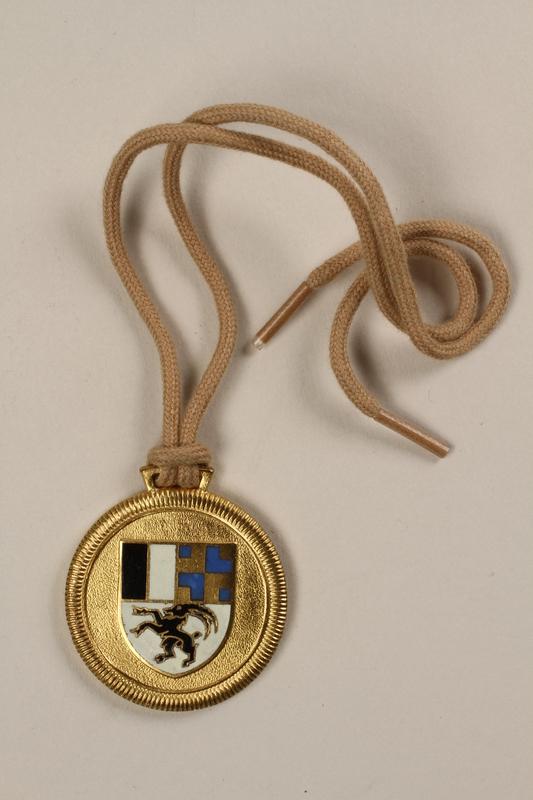 2006.19.15 back Celerina ski school medal owned by a German Jewish businessman in Shanghai