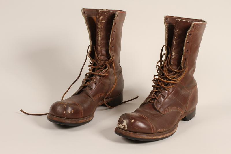 2006.11.5_a-b front Pair of US Army paratrooper boots worn by a soldier