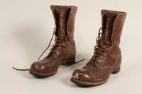 2006.11.5_a-b front Pair of US Army paratrooper boots worn by a soldier  Click to enlarge