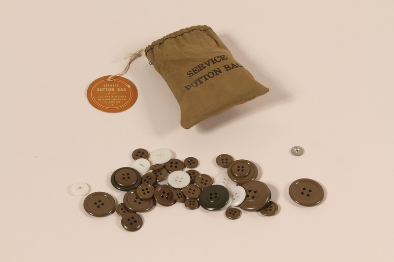 2006.11.7 front US Army drawstring button bag and buttons used by a soldier